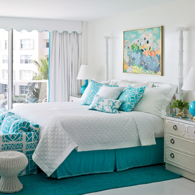 25 bright and bold guest bedrooms the home touches for Sea green bedroom designs