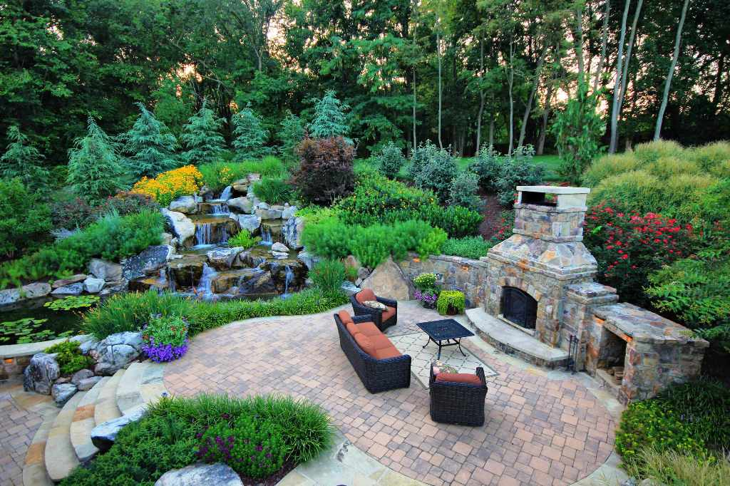 Like this waterfall fireplace backyard 10 pictures for Beautiful yard landscapes