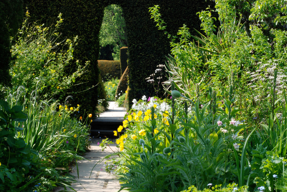 8 ways a garden can draw you in the home touches for Garden design quiz
