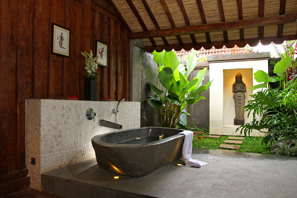 14 fabulous indoor outdoor bathrooms the home touches for Bathroom designs outside