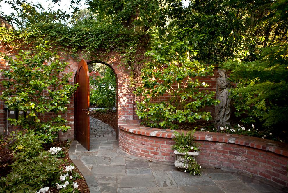 How to create a romantic garden 10 photos the home touches for How to create a garden
