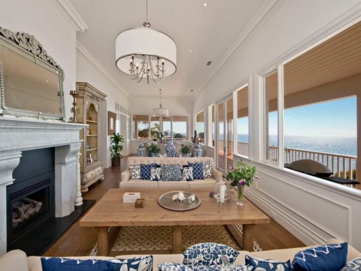 A dream house on the water 26 photos the home touches for Hamptons beach house interiors