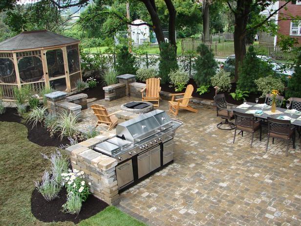 Inspirational outdoor kitchen and grilling areas the for Outdoor patio area ideas