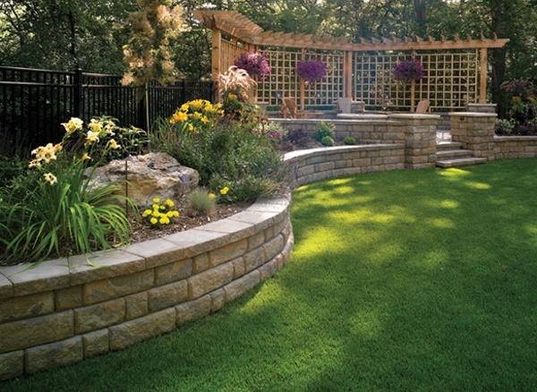 Landscaping Ideas For Backyard With Retaining Wall : 40 Retaining Walls and Raised Flower Bed Ideas  The Home Touches