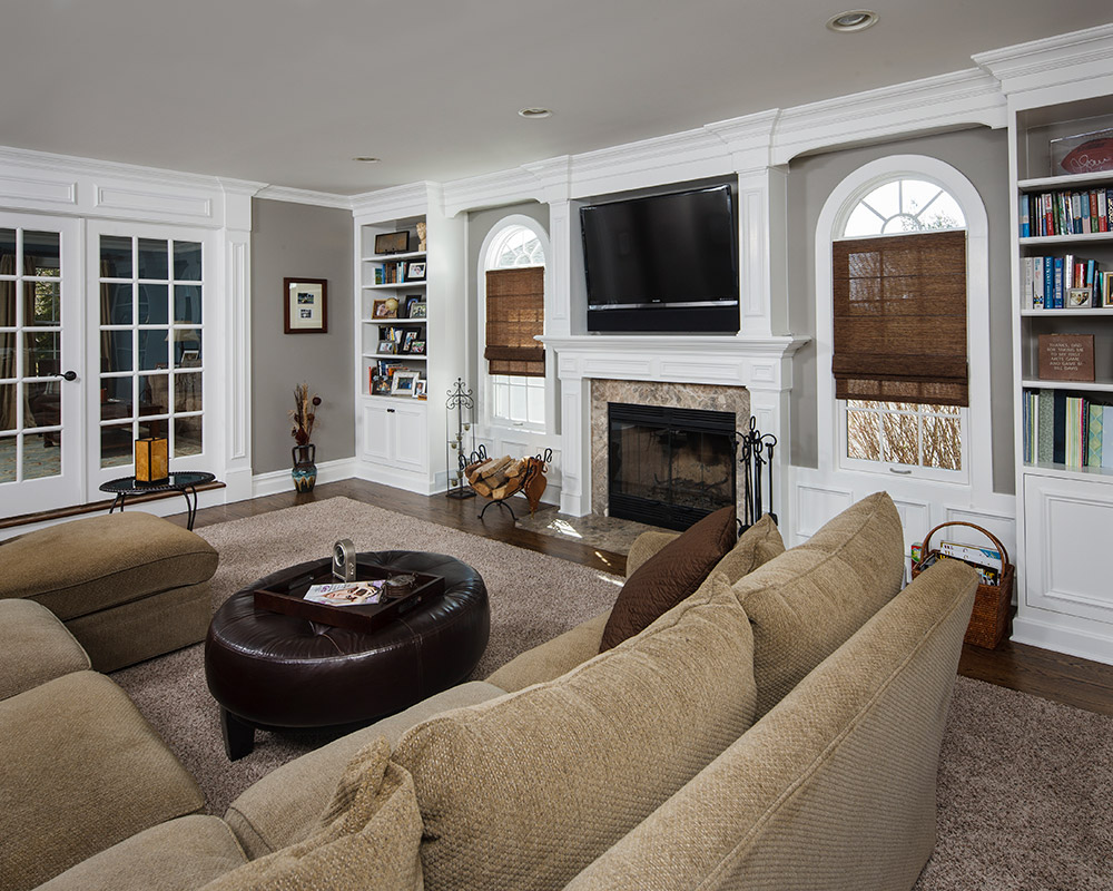 Awesome comfy family room the home touches for Family room addition pictures